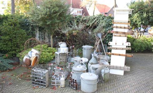 Foto: zinken bakken, ketels en gieters van Jantje Margien, de leukste brocante winkel van Amersfoort