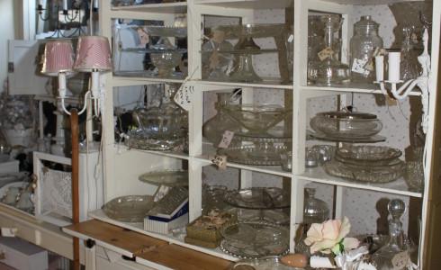 Foto: Glazen schalen van Jantje Margien, de leukste brocante winkel van Amersfoort